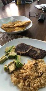 bistec and arroz con salchichas